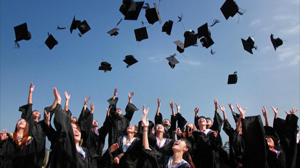 Czy studia są w życiu potrzebne? Jak się żyje bez wyższego wykształcenia w różnych krajach? Agencja Marketingowa Nakatomi Warszawa