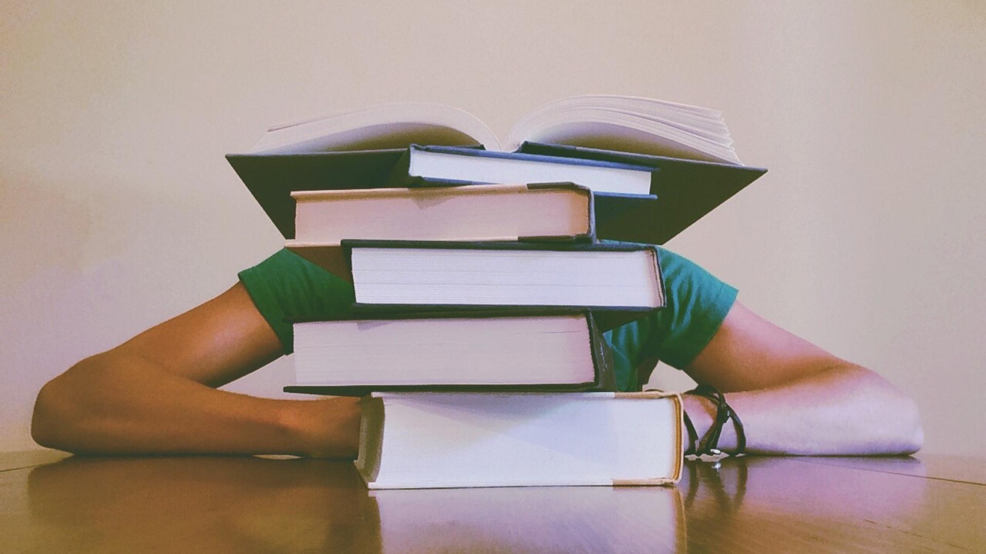 Czy studia są w życiu potrzebne? Jak się żyje bez wyższego wykształcenia w różnych krajach? Blog o prowadzeniu firmy