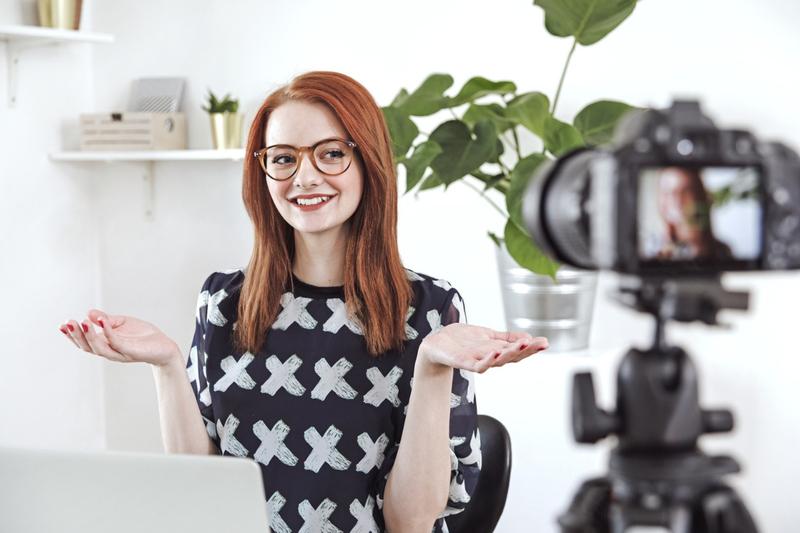 Zarabianie na YouTube – czy warto być vlogerem_ Ile zarabiają vlogerzy_ Jakie branże są najbardziej dochodowe_ Blog o prowadzeniu firmy